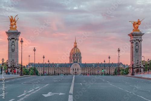 Fotografía  lever de soleil sur les Invalides à Paris