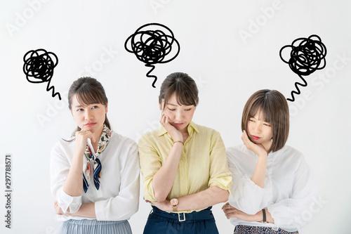 Photo がっかりする女性グループ