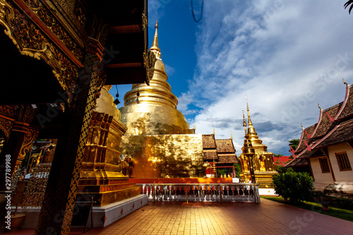 Photo sur Aluminium Lieu de culte Golden temple - Chang Mai