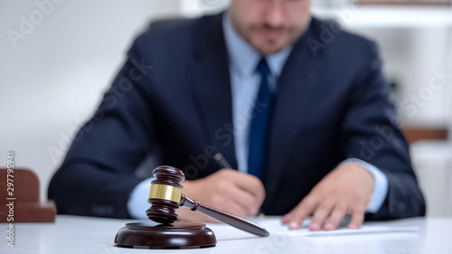 Venal judge filling in documents and insurance, passing sentence, profession Fototapet