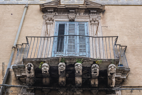 Photo Old balcony in Acireale town on Sicily Island in Italy