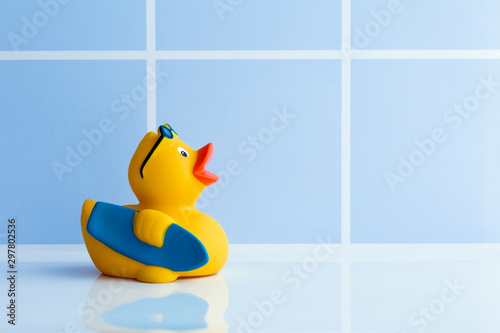 Fotografia Yellow rubber duck with surfboard