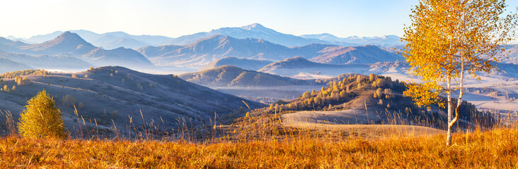 Panel Szklany Podświetlane Brzoza Beautiful panoramic view of autumn nature. Mountain landscape, morning haze.