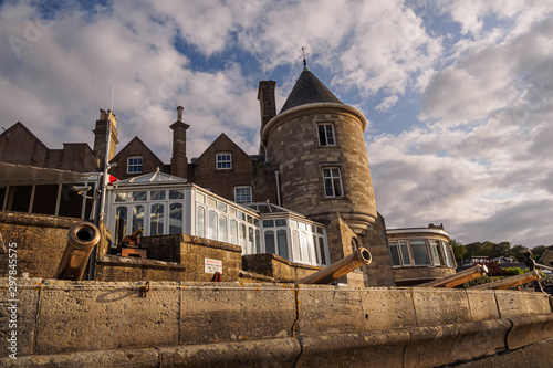 Photo The castle of the Royal Yacht Squadron in Cowes, Isle of Wight
