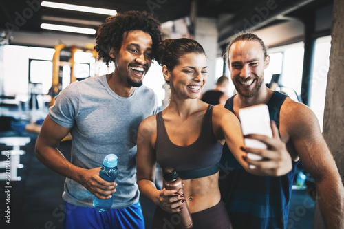 Group of friends having fun at the gym, making a selfie Tablou Canvas