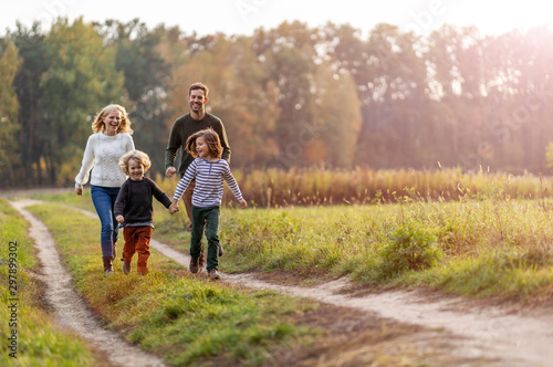 Young family having fun outdoors Fototapet