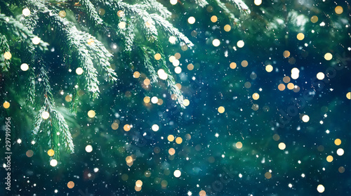 Foto  Wonderful Christmas Background with fresh fir tree