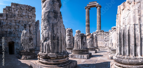 Ruins of Apollo Temple in Didim, Aydin Town, Turkey Slika na platnu