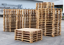 Stack Wooden Pallets For Indus...