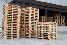 Stack Wooden Pallets For Industrial And Shipment Transport