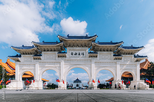 Photo  The main gate of National Chiang Kai-shek Memorial Hall is a national monument landmark