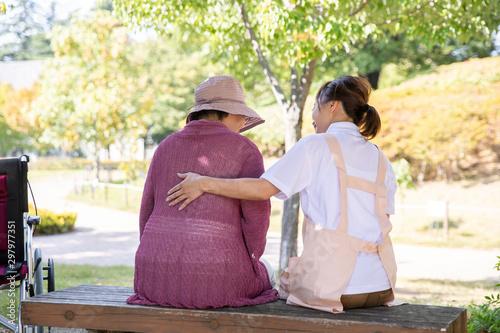Fényképezés 介護士と高齢者