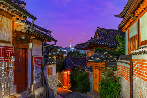 Poster Con. Antique The atmosphere at night of Bukchon hanok village,South Korea.