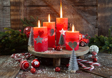 Vier Kerzen Und Festliche Dekoration
