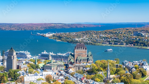 Quebec City, panorama of the town, with the Saint-Laurent river in background Fototapete
