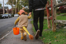 Little Kid Trick Or Treating