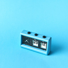 Vintage Blue Flip Clock With C...