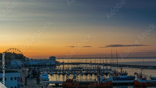 Wall Murals Bestsellers Sassnitz - miasto, kurort i port nad morzem bałtyckim na wyspie rugia widok na port o wschodzie słońca