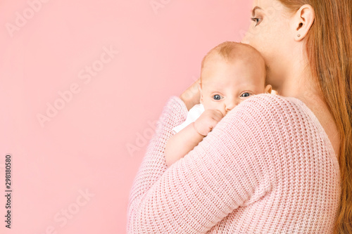 Fototapeta Mother with cute baby on color background obraz