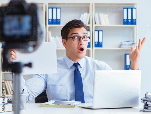 The business blogger doing webcast for his subscribers Tapéta, Fotótapéta