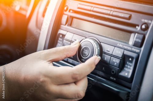 Cuadros en Lienzo LWTWL0004387-1 woman turning button of radio