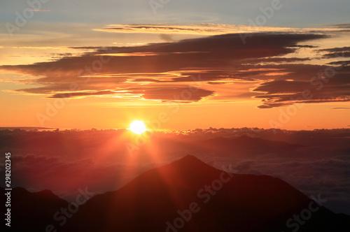 Obraz 涸沢岳より日の出 - fototapety do salonu