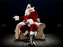 Red Old Santa Claus And Free S...