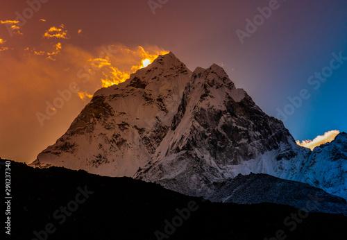 Fototapeta  Ama Dablam at early morning, Himalayas mountain range in Nepal, tracking to moun