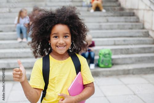 Fotomural  Laughing African girl.