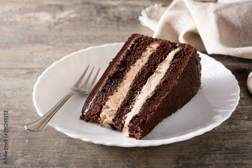 Chocolate cake slice on wooden table Fototapet