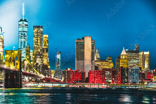 Fototapety, obrazy: New York night view of the Lower Manhattan and the Brooklyn Bridge across the East River.