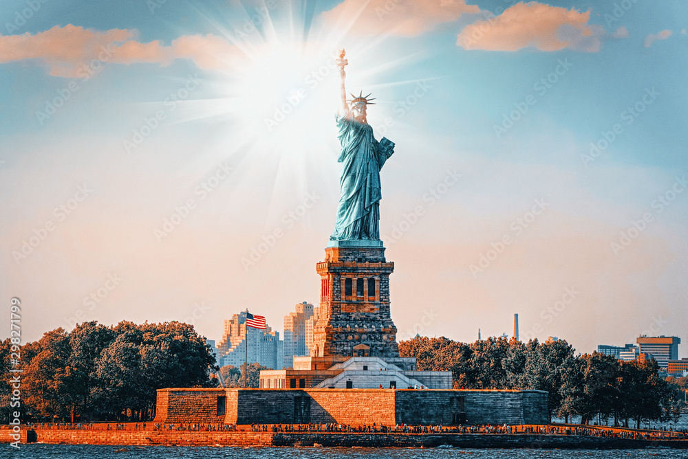 Fototapety, obrazy: Statue of Liberty (Liberty Enlightening the world) near New York.