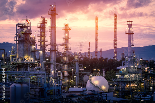 Fotografiet Gas refinery plant on sunset sky background, Manufacturing of petrochemical indu