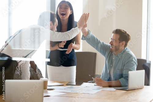 Fotomural  Business people giving high five, excited colleagues celebrating success