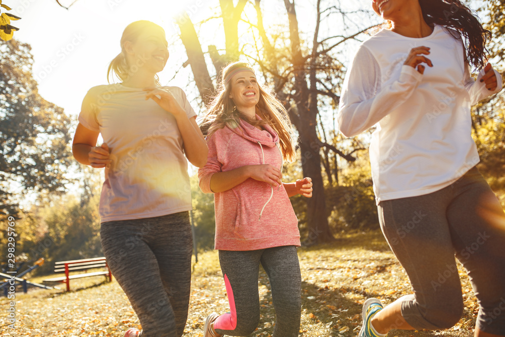 Fototapety, obrazy: Group of female friends jogging at the city park in the morning.Autumn season.