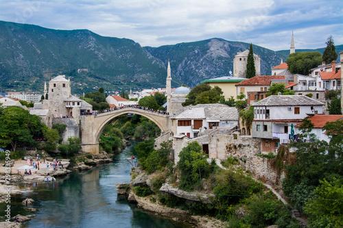 Fototapeta Most w Mostar, piękny krajobraz miasta, Bośnia i Hercegowina obraz