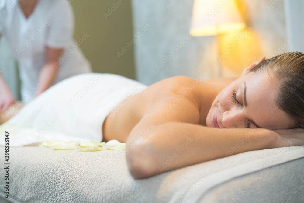 Fototapety, obrazy: woman sleeping during a massage