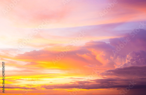 Montage in der Fensternische Rotglühen Colorful of the clouds and the sky at sunset,in twilight