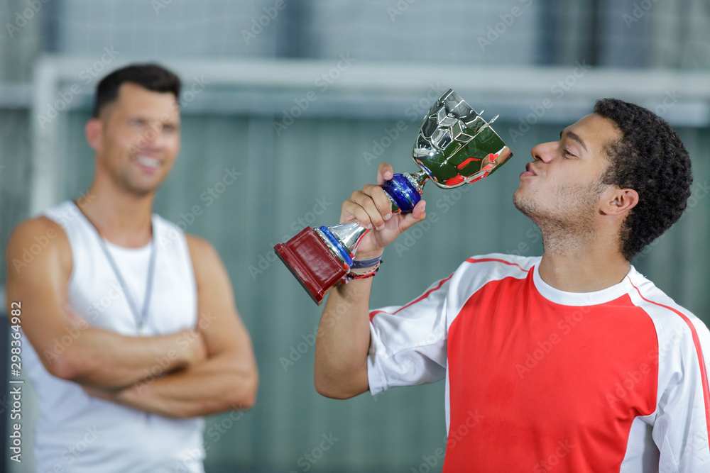 Fototapety, obrazy: young man kissing his trophy