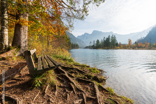 Photo Rastbank am Almsee Im Herbst