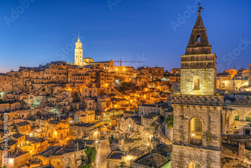 Tuinposter Oude gebouw The ancient old town of Matera in Southern Italy at night