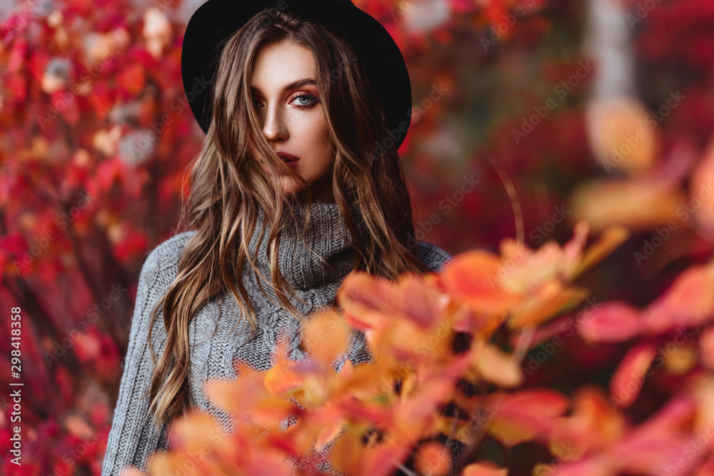 Fototapety, obrazy: Fashion woman on a background of red and yellow autumn leaves