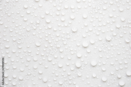 Fotografía  Raindrops on a grayish white background. Rainy season concept.