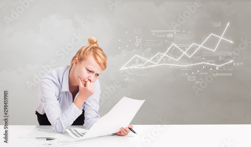 Fotomural  Business person sitting at desk with financial change, and report making concept