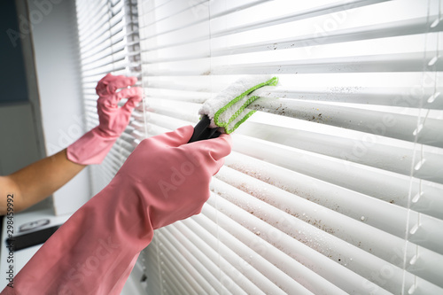 Photo Person Cleaning Window Blinds