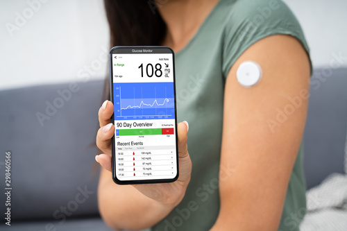 Fotomural  Woman Checking Blood Sugar Level On Smart Phone