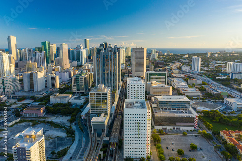 Poster Voies ferrées Aerial photo railroad running through Downtown Miami Virgin Miamicenter brightline