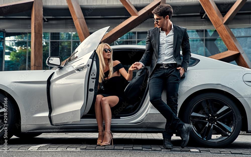 Fototapety, obrazy: Couple near car