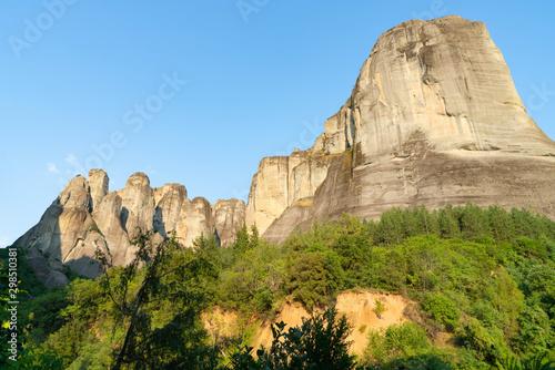 Valokuvatapetti Imposing large rocks at Meteora