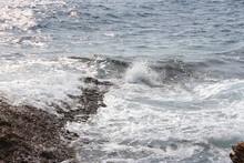 Glänzendes Meer - Kleine Wellen, Weißes Wasser